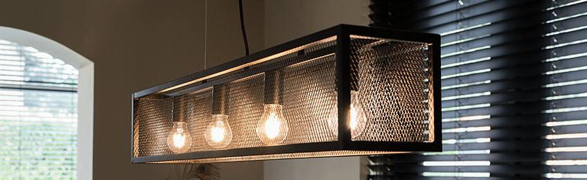 Des lampes industrielles robustes à suspendre